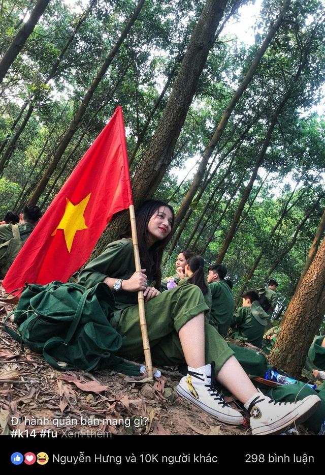 Bức ảnh Kim Anh ngồi nghỉ chân được dân mạng quan tâm