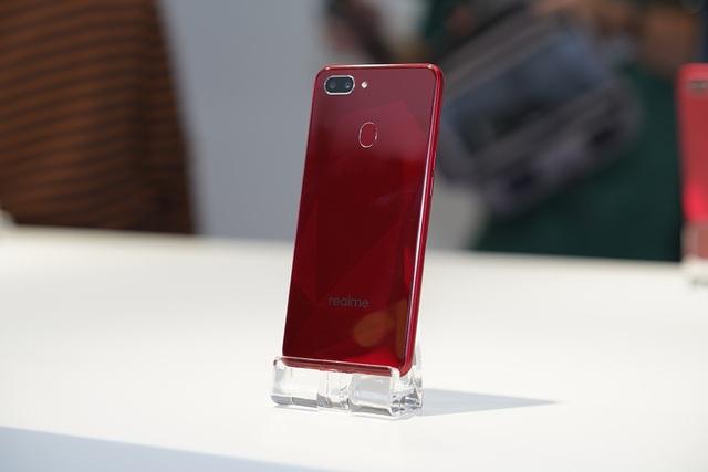 """Realme gây sốc với smartphone """"tai thỏ"""" giá 2,5 triệu đồng - 4"""