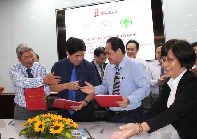 Giám đốc 3 bệnh viện ký kết các điều khoản liên kết trong hiến ghép thận nhân đạo