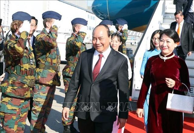 Thủ tướng Nguyễn Xuân Phúc cùng Phu nhân và Đoàn cấp cao Việt Nam tới sân bay quân sự Melsbroek, thủ đô Brussels (Bỉ).