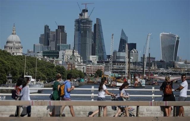 Các tòa nhà văn phòng ở thủ đô London, Anh. (Ảnh: AFP/TTXVN)