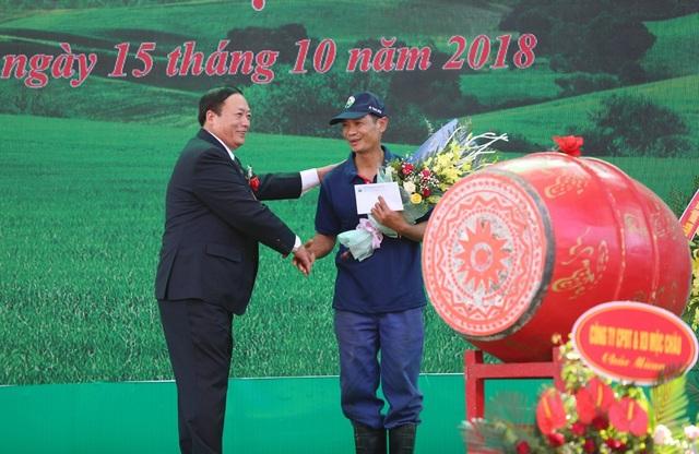 """Ông Trần Công Chiến luôn tự hào về cuộc thi """"hoa hậu bò sữa"""" diễn ra mỗi năm."""