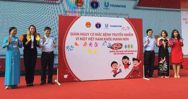 Đại diện lãnh đạo Bộ Y tế, Bộ Giáo dục, World Bank... cùng hướng ứng Ngày thế giới rửa tay với xà phòng