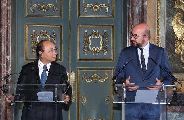 Thủ tướng Nguyễn Xuân Phúc và Thủ tướng Bỉ Charles Michel tại cuộc gặp gỡ báo chí sau hội đàm