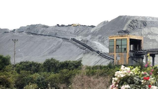 Lượng tro xỉ nhiệt điện tồn đọng khiến ô nhiễm môi trường và sức khỏe người dân