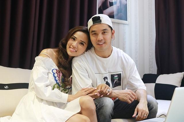 Trước đám cưới, người mẫu Kim Cương đã có những chia sẻ về cuộc sống hôn nhân và những khó khăn mà hai vợ chồng đã trải qua trong thời gian chọn sống thử cho đến quyết định sống chung lâu dài.