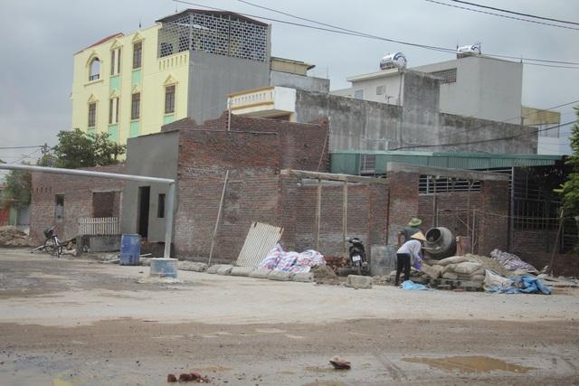 Những ngôi nhà được xây dựng sai phép trên khu đất quốc phòng.