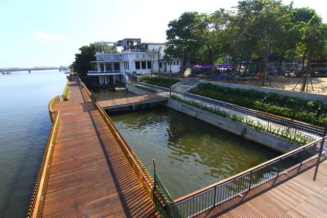 """Dự kiến Dự án """"Mạng lưới kế nối hệ thống tuyến đường đi bộ phía Nam sông Hương, TP Huế với tổng kinh phí 52,9 tỷ đồng bao gồm cầu gỗ lim, các đường đi bộ, công viên... sẽ hoàn tất vào dịp Noel 2018"""
