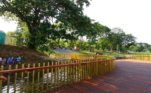 Phần cuối này dẫn vào công viên trước mặt Bệnh viện Trung ương Huế và trụ sở UBND tỉnh Thừa Thiên Huế