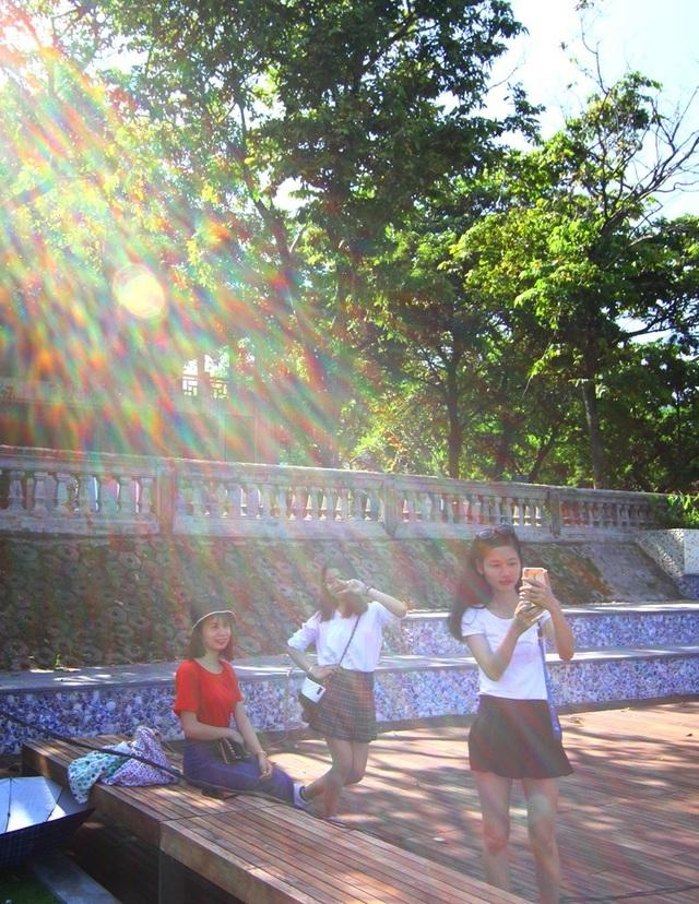 Cận cảnh đường gỗ lim siêu đẹp ven sông Hương - 5
