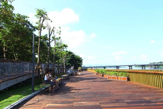 Cận cảnh đường gỗ lim siêu đẹp ven sông Hương - 9