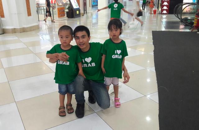 Cuộc sống gia đình của anh Mai Văn Khiển – đối tác tài xế GrabCar cải thiện hơn từ ngày anh chuyển sang làm việc với Grab.