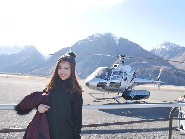 Mới đây, Mabel đã tới New Zealand du lịch cùng bạn trai lâu năm. Cả hai thuê trực thăng để thưởng ngoạn vẻ đẹp của cảnh núi non hùng vỹ