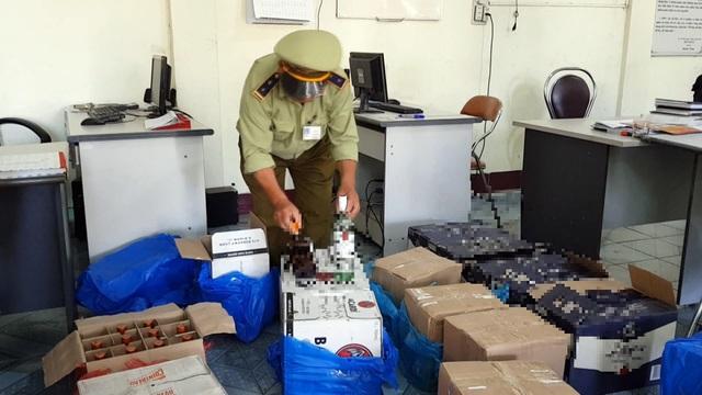 Hơn 260 chai rượu ngoại không rõ nguồn gốc bị bắt giữ