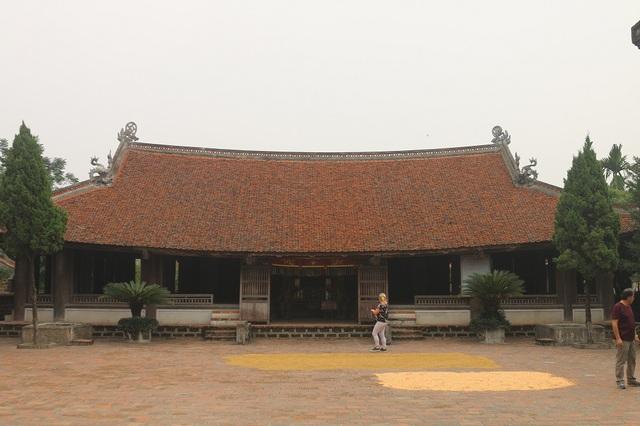 Cho đến nay, làng cổ Đường Lâm còn lưu giữ được khoảng 900 ngôi nhà truyền thống, nằm ở các làng Đông Sàng, Mông Phụ và Cam Thịnh. Có nhiều ngôi nhà đã có niên đại hàng trăm năm tuổi.