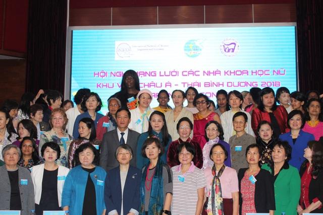 Khoảng 200 đại biểu gồm các nhà khoa học nữ trong khu vực Châu Á – Thái Bình Dương, đại diện Liên Hợp quốc, tổ chức quốc tế tham dự Hội nghị APNN.