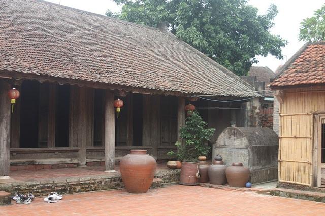 Ngôi nhà của ông Cao Văn Toàn (56 tuổi, Đường Lâm, Sơn Tây, Hà Nội) đã có niên đại 401 năm, 10 thế hệ con cháu đã sống tại đây. Ngôi nhà được coi là một trong những biểu tượng của Đường Lâm.