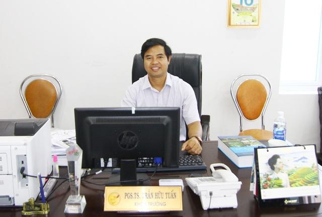 PGS.TS. Trần Hữu Tuấn, Khoa Trưởng Khoa Du lịch – Đại học Huế chia sẻ nhiều điều thú vị về các tour du lịch sáng tạo do giảng viên, sinh viên trường đã và đang triển khai