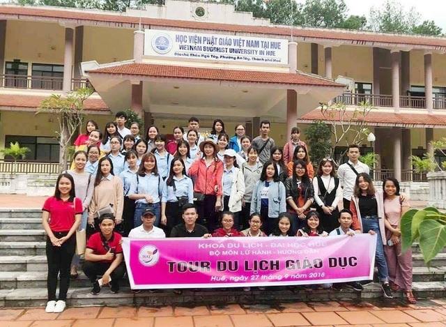 Tham quan Học viện Phật giáo Việt Nam tại Huế