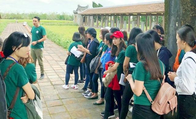 Sinh viên được dịp khám phá Văn Thánh xưa