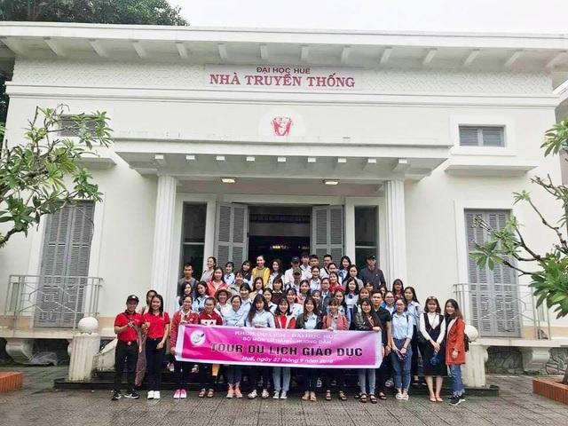 Thăm Nhà truyền thống Đại học Huế