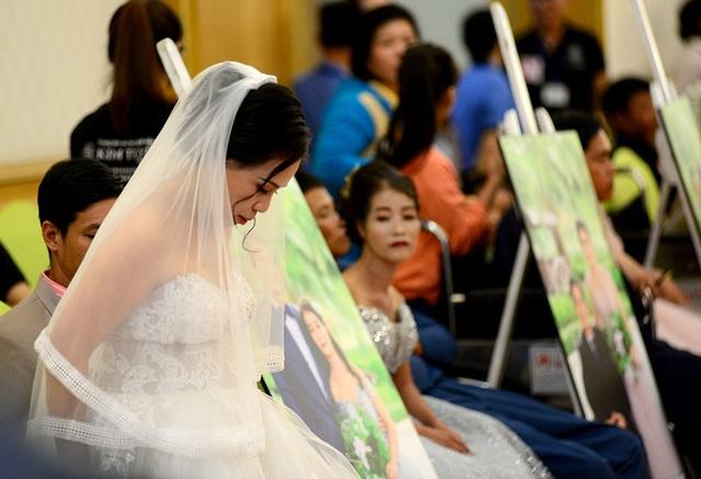 Cô dâu lộng lẫy trong bộ váy cưới.