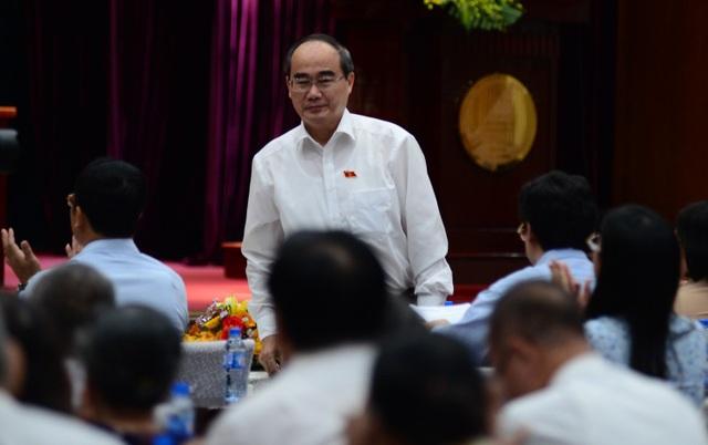 Bí thư Thành ủy TPHCM Nguyễn Thiện Nhân cho rằng dạy thêm - học thêm là nhu cầu xã hội nhưng không khuyến khích và phải kiểm soát chặt chẽ