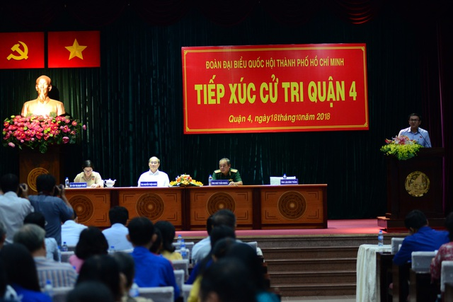 Đoàn Đại biểu Quốc hội TPHCM đơn vị 1 gồm Bí thư Thành ủy TPHCM Nguyễn Thiện Nhân cùng các đại biểu Văn Thị Bạch Tuyết, Lâm Đình Thắng và Ngô Tuấn Nghĩa đã có buổi tiếp xúc cử tri quận 4