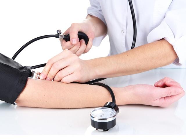 Không đo huyết áp thường xuyên là 1 trong những sai lầm nguy hiểm của người cao huyết áp