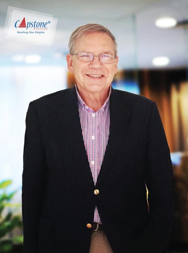 Ngài Taylor Smith - Cựu Hiệu trưởng trường Oldfields với 17+ năm kinh nghiệm là hiệu trưởng các trường nội trú và ngoại trú Hoa Kỳ, Cố vấn Giáo dục Cao cấp tại Bắc Mỹ của Capstone Việt Nam.