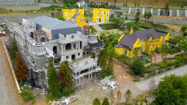 Một toà nhà biệt thự trong khu Hoàng Lê Gia Garden đã xây xong phần thô đang trong giai đoạn hoàn thiện.
