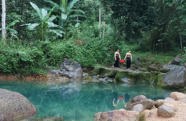 Cảnh quan sinh thái nguyên sơ, nhiều di tích lịch sử văn hóa có giá trị, phong tục, tập quán và sinh hoạt văn hóa của dân tộc Thái đặc sắc...