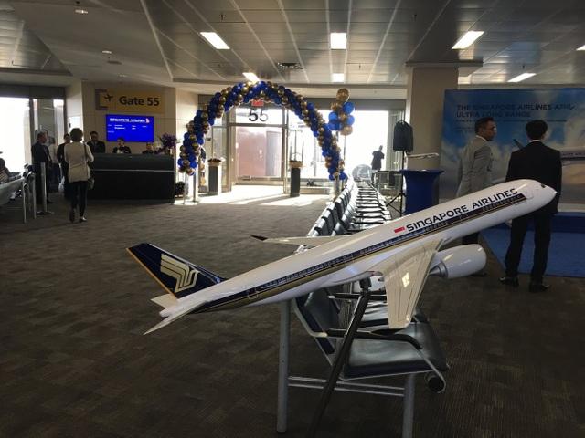 Tuần qua, hãng hàng không Singapore Airlines đã nối lại chuyến bay liên tục dài nhất thế giới kết nối từ sân bay Changi của nước này tới sân bay quốc tế Newark Liberty, thành phố New York, Mỹ. Chuyến bay kéo dài gần 19 giờ với quãng đường 15.000 km trên chiếc Airbus A350-900 ULR. (Ảnh: Singapore Airlines)
