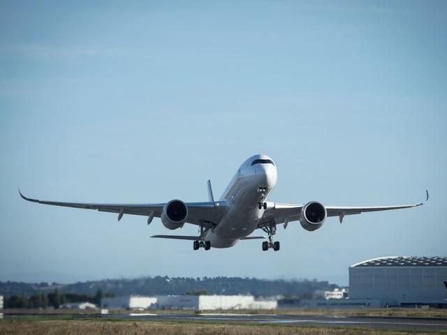 Singapore Airlines đã nối lại chuyến bay này sau 5 năm gián đoạn do chi phí vận hành quá đắt đỏ. Chuyến bay cũng đánh dấu màn ra mắt chính thức của máy bay A350-900 ULR. Trước đó, hãng hàng không Singapore vận hành chuyến bay trên từ năm 2004 tới 2013 bằng máy bay A340-500. Dù A340-500 có sức chứa và tầm bay vượt trội vào những năm 1990 nhưng chi phí để thực hiện các chuyến bay quá đắt đỏ. (Ảnh: Airbus)