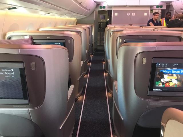 Bên trong máy bay của Singapore Airlines gồm 161 ghế ở cả 2 khoang thương gia và phổ thông.(Ảnh: BI)