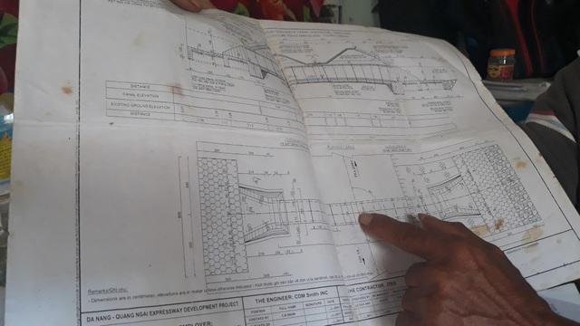 Trong hành trình của mình, lão nông Phạm Tấn Lực đã nhận được sự hỗ trợ của một số người giấu mặt. Lão nói, họ hiểu việc làm của lão nên cung cấp thông tin, thậm chí cả bản vẽ kỹ thuật của một số điểm được cho là có sai phạm.