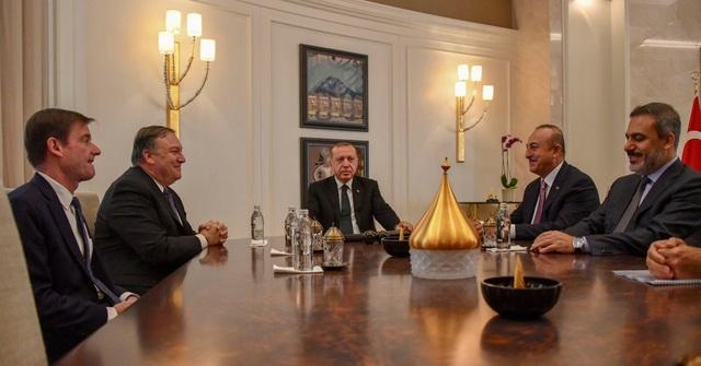 Ngoại trưởng Mỹ Mike Pompeo họp với Tổng thống và các quan chức Thổ Nhĩ Kỳ về vụ nhà báo Jamal Khashoggi. (Ảnh: EPA)
