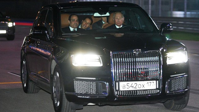 Tổng thống Putin lái siêu xe chở Tổng thống Ai Cập thăm đường đua Công thức 1 - Ảnh 2.