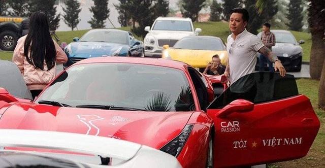 Ferrari của Tuấn Hưng là một trong 3 chiếc Ferrari 488 GTB đầu tiên về Việt Nam vào tháng 2/2016.
