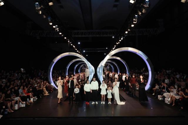 Dấu ấn của IVY moda sau 3 năm độc lập làm Fashion show - 1