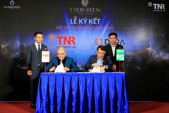 Công ty Cổ phần Đầu tư và Phát triển Bất động sản TNR Holdings Việt Nam và Công ty Cổ phần DKRA Việt Nam thực hiện nghi thức ký kết hợp tác phân phối chiến lược Khu phức hợp đẳng cấp EverGreen.
