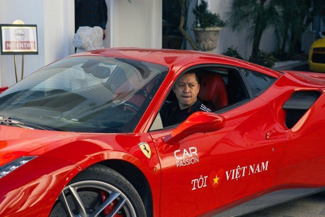 Chiếc Ferrari 488 GTB màu đỏ này được ca sĩ Tuấn Hưng trực tiếp cầm lái tham gia Car & Passion 2018.