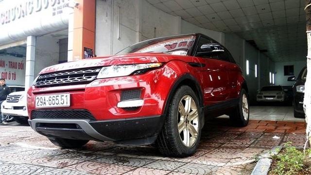 Chiếc SUV hạng sang Range Rover Evoque, đến từ Anh quốc, cũng từng được Tuấn Hưng chi hơn 3 tỷ đồng để sở hữu. Song, tháng 3 năm nay, nam ca sĩ đã bán lại chiếc xe này và được một công ty nhập khẩu tư nhân tìm chủ mới với giá chỉ 1,53 tỷ đồng.