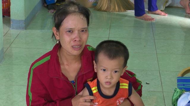 Anh Thu là lao động chính trong nhà nuôi vợ bị bệnh máu trắng và con trai bị bệnh bại não