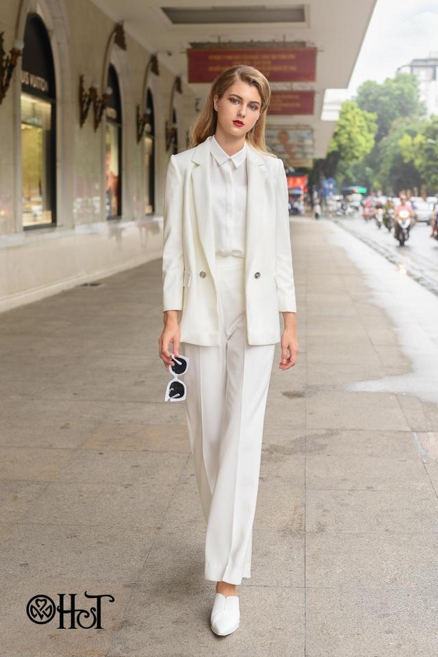 Sẽ là nhàm chán nếu bạn cứ chọn suits đen với suy nghĩ như thế mới đúng với chất menswear. Xu hướng thời trang 2018 hãy nhớ đến suits trắng thanh lịch.
