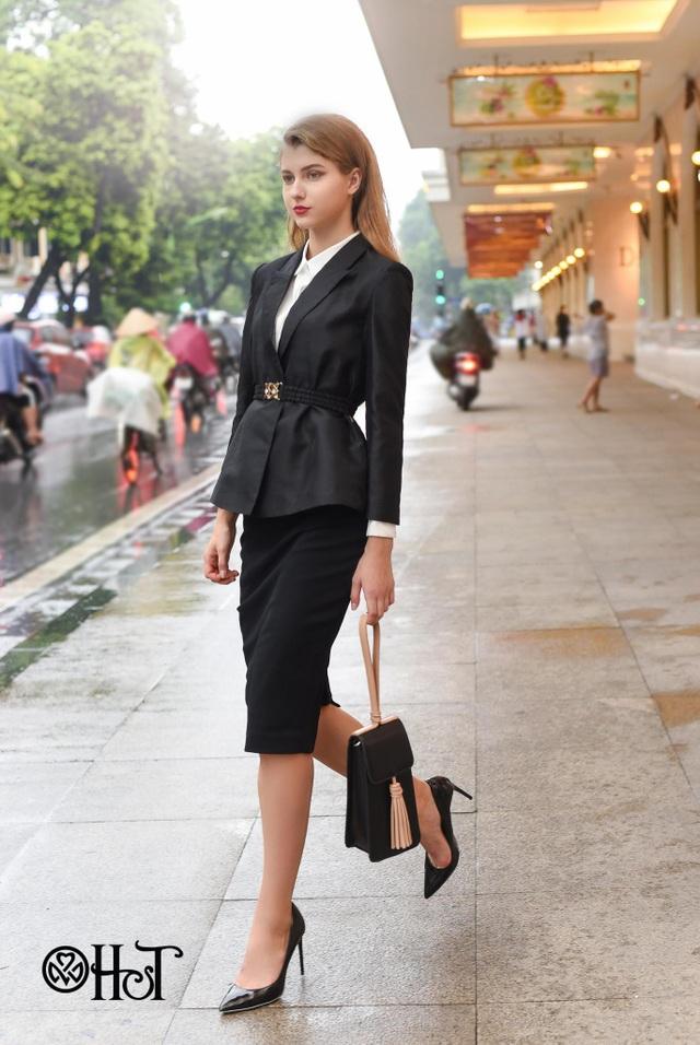 Suits phối với túi và giày cao gót sẽ mang lại cảm giác sang trọng và thanh lịch.