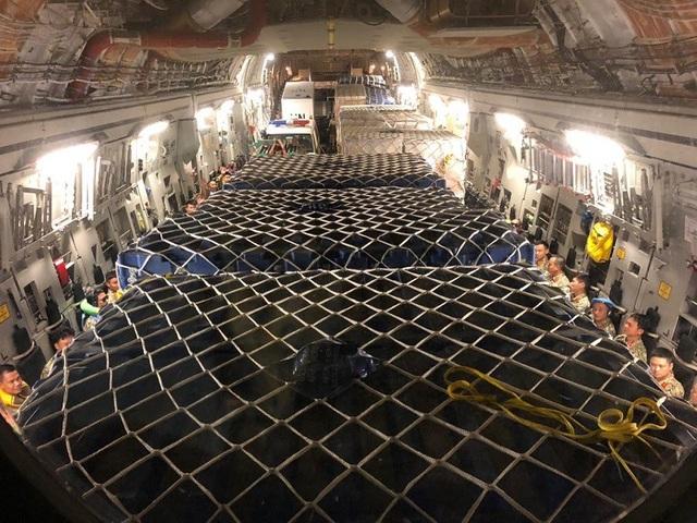 Hàng hóa, trang thiết bị được vận chuyển trên chuyến bay