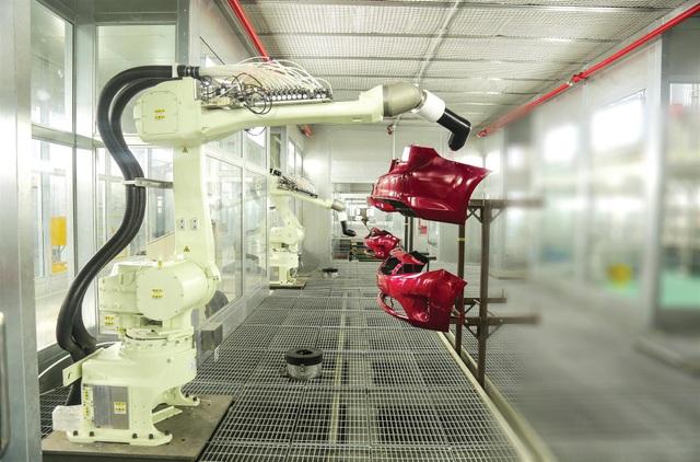 Robot sơn linh kiện nhựa - sản phẩm xuất khẩu của Thaco