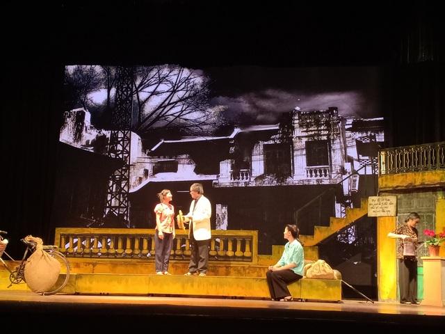Mỗi một cảnh diễn trong vở kịch đều mang lại những cảm xúc cho người xem.