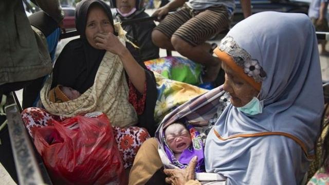 Người dân đảo Sulawesi đang đối mặt với tình trạng thiếu thốn nhu yếu phẩm, đồ ăn, thức uống nghiêm trọng (Ảnh: AFP)